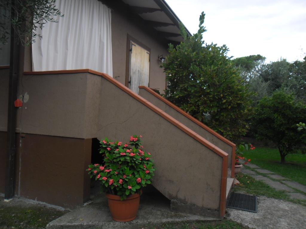 Soluzione Indipendente in vendita a Ortonovo, 7 locali, prezzo € 275.000 | CambioCasa.it
