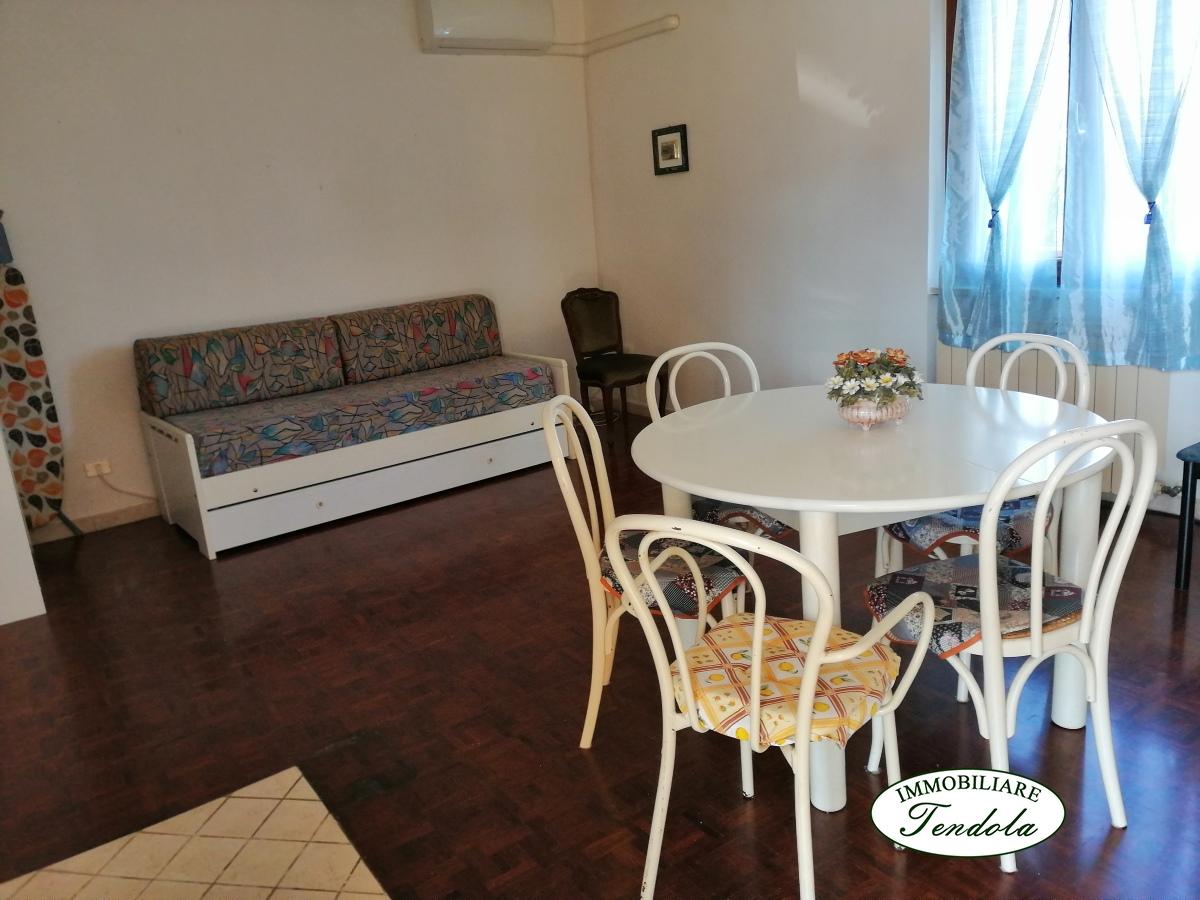 Appartamento in vendita a Castelnuovo Magra, 3 locali, prezzo € 125.000   CambioCasa.it