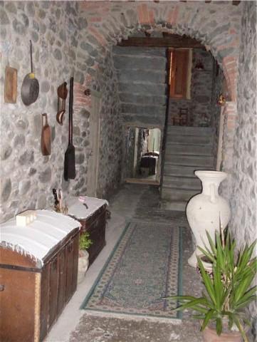 Appartamento in vendita a Fivizzano, 6 locali, prezzo € 150.000 | CambioCasa.it