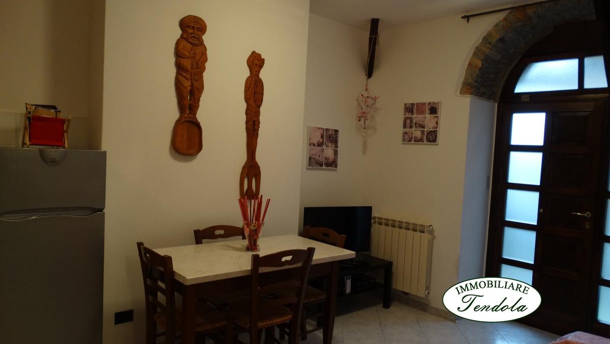 Appartamento in vendita a Ortonovo, 4 locali, prezzo € 120.000 | CambioCasa.it